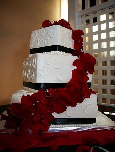 Wedding Cakes Round Square or None of the Above